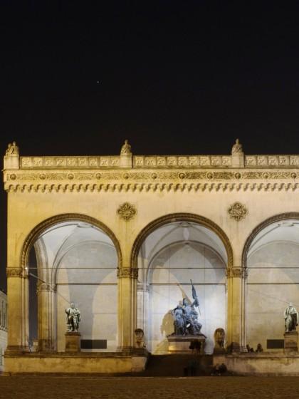 Fotografie in der Dämmerung und Nachtfotografie am Odeonsplatz